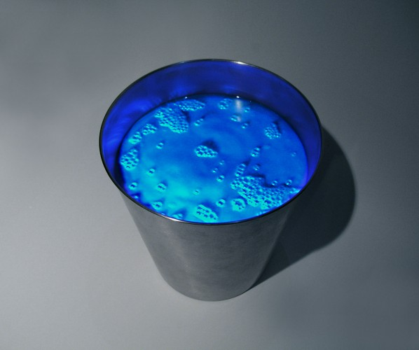 Peter Sarkisian, Blue Boiling in Pail, 2003. Mixed media, video projection. Dimensions variable. Courtesy of the artist. © Peter Sarkisian