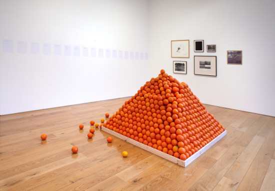 Roelof Louw, Soul City (Pyramid of Oranges), 1967. 6,000 oranges, dimensions variable. Courtesy of the artist and Richard Saltoun, London. © Roelof Louw